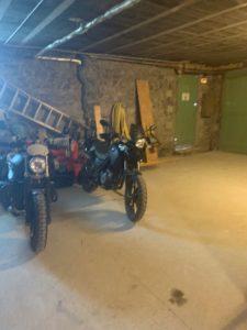 GARAGE A MOTO